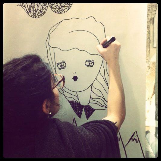 La Fille Bertha - live painting nella boutique Pathos di Alghero