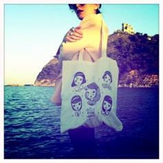 "La Fille Bertha - Sacca in tela con disegno ""Enchanted girls lost in a daydream"""