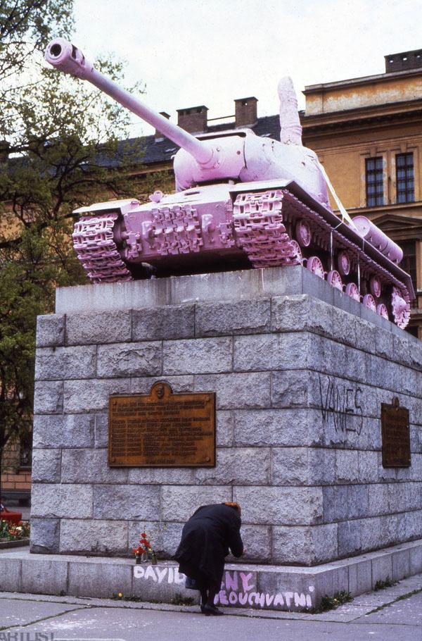 David Černý - Carro armato rosa