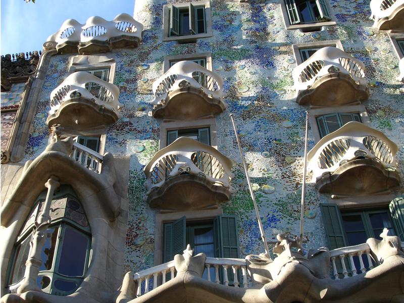 I grandi dell arte lo stile eclettico di antoni gaud for La casa progetta lo stile indiano