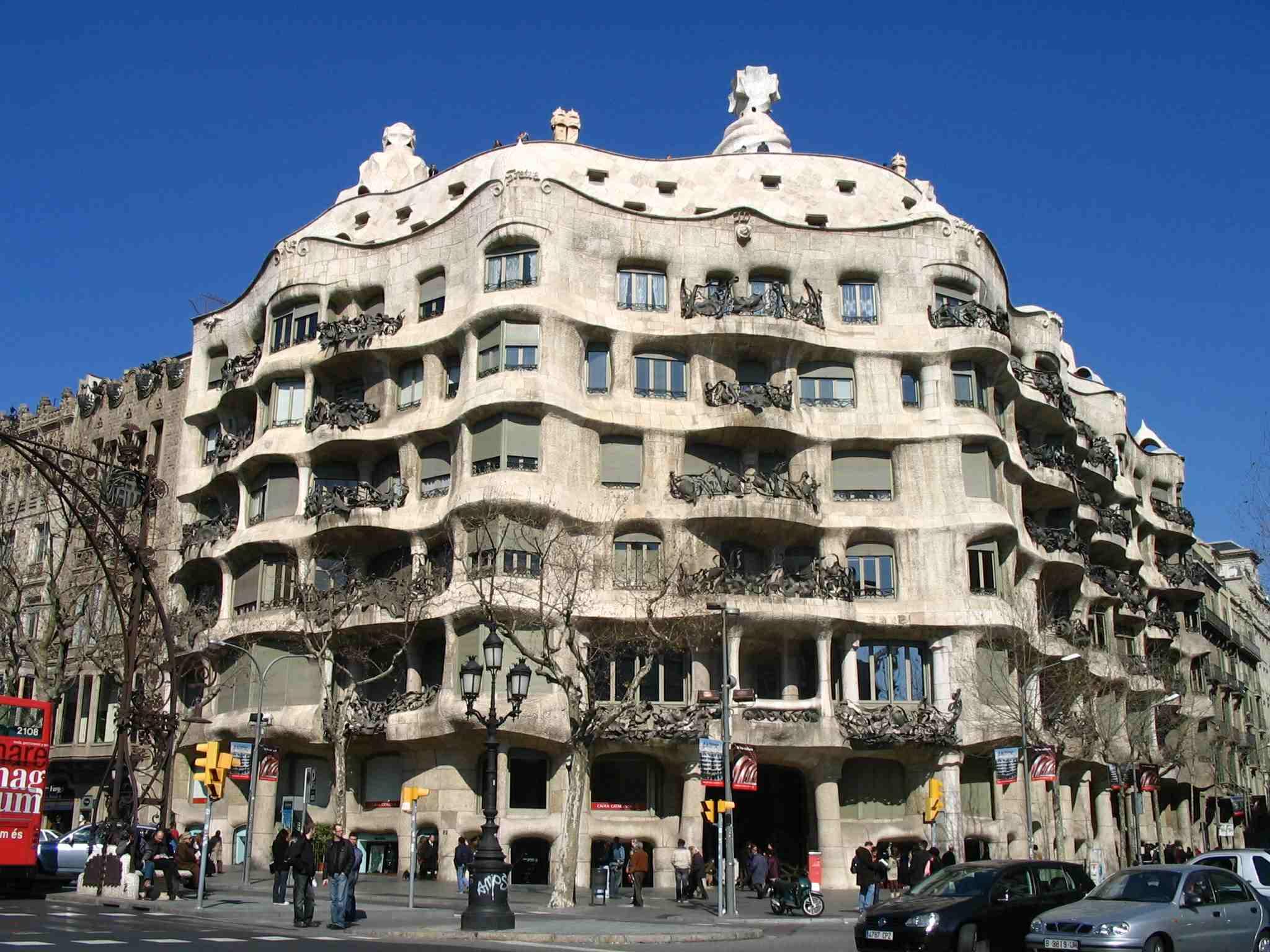 I grandi dell arte lo stile eclettico di antoni gaud - Art nouveau architecture de barcelone revisitee ...