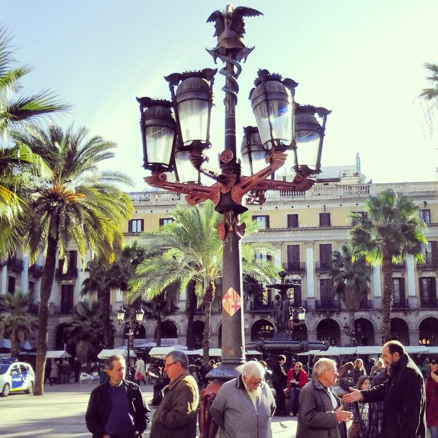 Barcellona - Placa Reial - lampione progettato da Gaudì