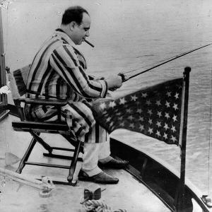 Al Capone pesca sul suo yacht, circa 1931