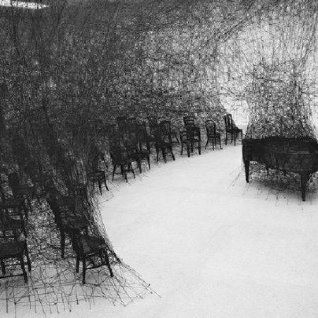 Installazione dell'artista giapponeseChiharu Shiota