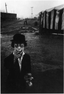 Il Clown di un circo in pausa sigaretta, 1958