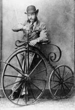Uomo fashion e la sua bici