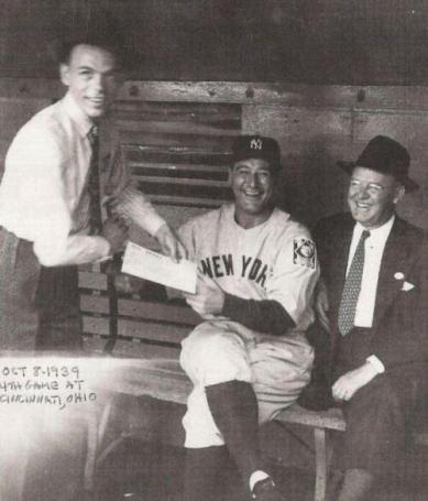 Frank Sinatra chiede un autografo a Lou Gehrig nel 1939