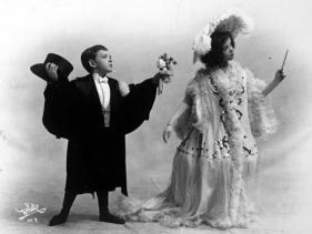 Fred Astaire, all'età di sei anni, sul palco Vaudeville con la sorella Adele, circa 1905