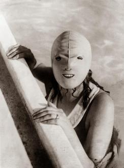 Maschera usata per nuotare, 1928
