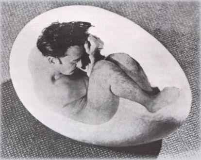 Halsman Dalì - Dalì in un uovo, 1942