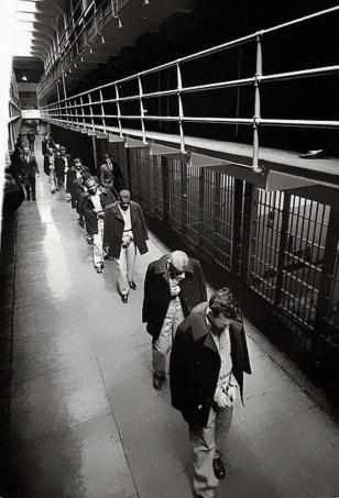 Gli ultimi priogionieri di Alcatraz in partenza, 1963