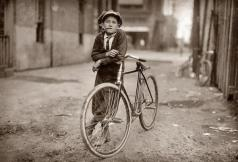 Fattorino per la Mackay Telegraph Company, Waco, Texas, 1908 - Fotografia di Lewis Hine