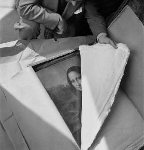 La Gioconda riportata al Louvre di Parigi dopo la seconda guerra mondiale. 1945