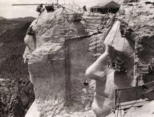 Il monumento del Monte Rushmore in costruzione, 1939