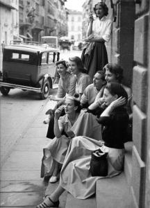Segretarie in pausa fumo - 1950
