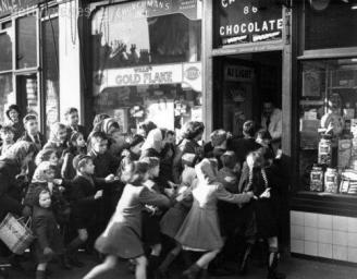 Nel 1953 finì il razionamento di dolciumi in Gran Bretagna, 1953