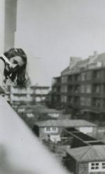 Una foto molto rara di Anne Frank. Merwedeplein, Amsterdam, maggio 1941