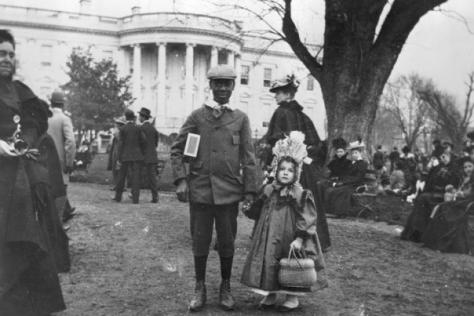 Il rotolamento di uova di Pasqua nel 1898. Il presidente Rutherford B. Hayes ha iniziato la tradizione nel 1878