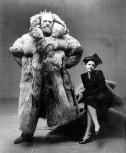 L'esploratore artico Peter Freuchen e sua moglie Dagmar Gale. Foto di Irving Penn