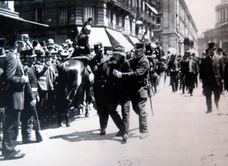 Arresto in seguito ad una manifestazione del 1 maggio 1907