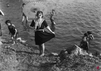 Abbigliamento da spiaggia nel 1921