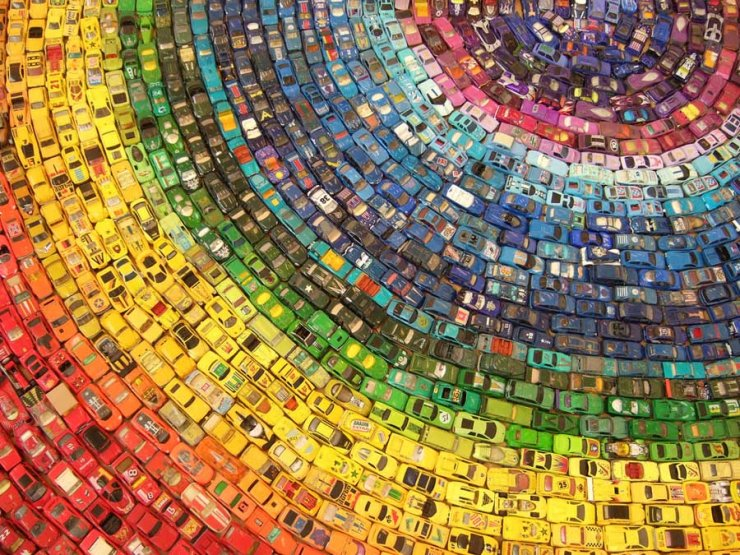 """Toy Atlas Rainbow""dell'artista ingleseDavid T. Waller"