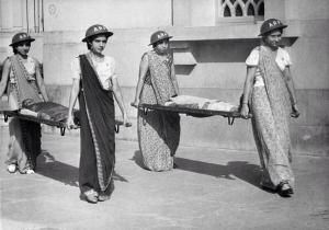 Donne barella a Mumbai durante la seconda guerra mondiale