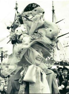 Il cappellino di Pasqua di Janice Baer è stato ritenuto il più originale ad Inner Harbor nel 1982