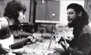 John Lennon e Che Guevara suonano le loro chitarre