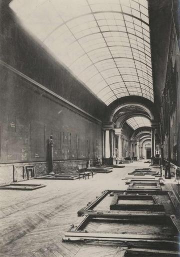 Museo del Louvre . La Grande Galerie abbandonata durante la seconda Guerra Mondiale