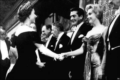 Marilyn Monroe incontra Queen Elizabeth II, Londra, 1956