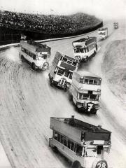 Gara di autobus a due piani, 1933
