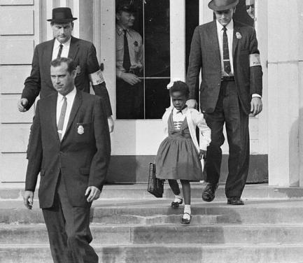 Ruby Bridges, primo afro-americano a frequentare una scuola elementare bianca nel sud. 14 nov 1960