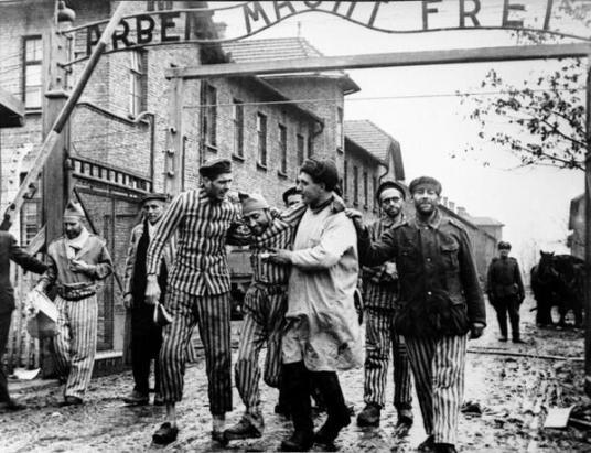 La Liberazione di Auschwitz, 1945. Fotografia di Boris Ignatovich
