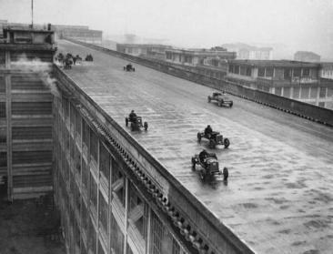 La pista di prova sul tetto sulla fabbrica Fiat di Torino, 1928