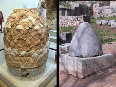 I due Omphalos che si trovano a Delfi