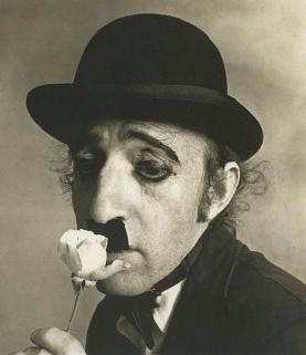Woody Allen come Charlie Chaplin. Fotografia di Irving Penn, 1972