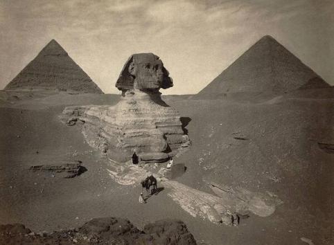Una foto degli scavi della Grande Sfinge di Giza della fine del XIX secolo