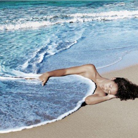 """La dormeuse""del fotografo franceseAlain Lacki"