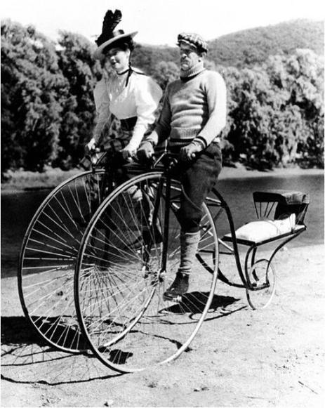 Doppia bicicletta porta passeggino, circa 1910