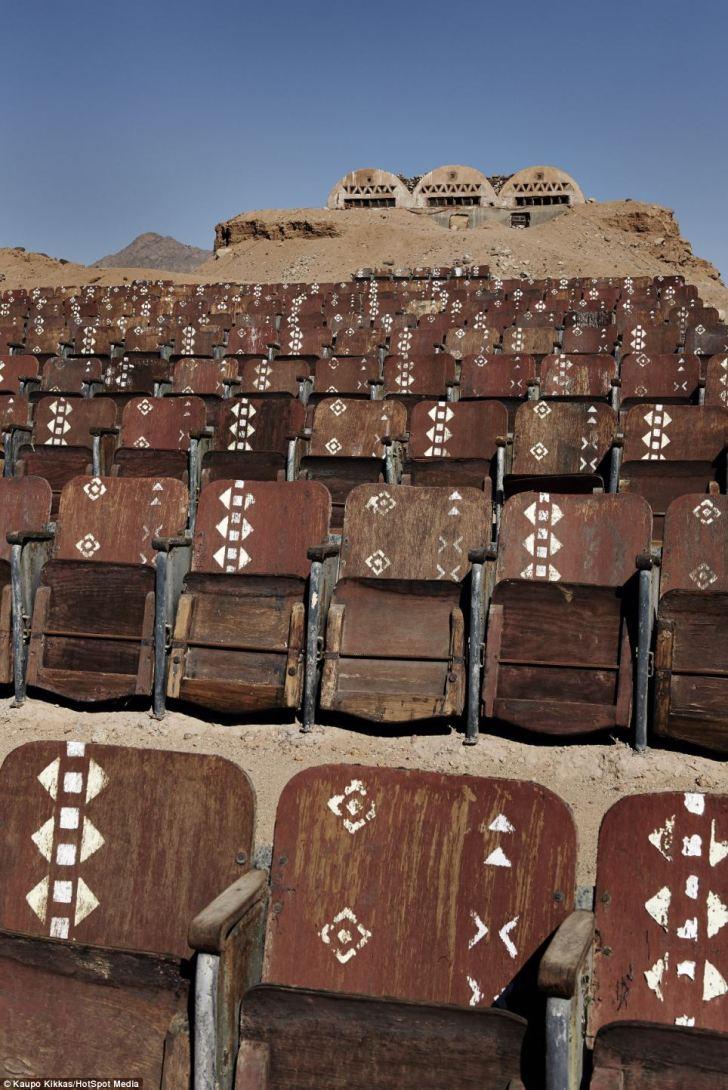 Kaupo kikkas - il cinema abbandonato nel deserto egiziano