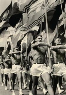 Insegnanti di ginnastica sovietica. Foto di Lev Borodulin, 1956