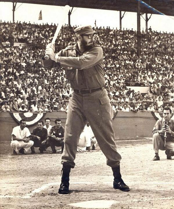 Fidel Castro gioca a baseball a L'Avana, 1959