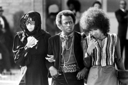 Miles Davis al funerale di Jimi Hendrix, 1 Ottobre 1970, Renton, Washington, USA