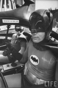 Burt Ward e Adam West fotografati da Yale Joel sul set del film di Batman 1966