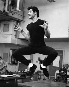 John Travolta sul set di Grease, 1977