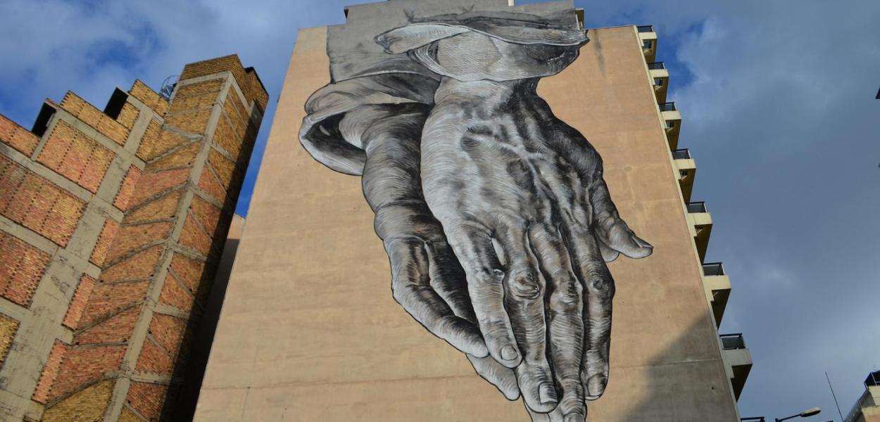 The Praying Hands di Pavlos Tsakonas