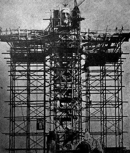 La statua del Cristo Redentore a Rio de Janeiro in costruzione, primi del 1930
