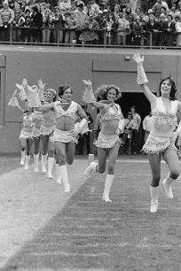 Robin Williams fa da cheerleader per i Denver Broncos 1980