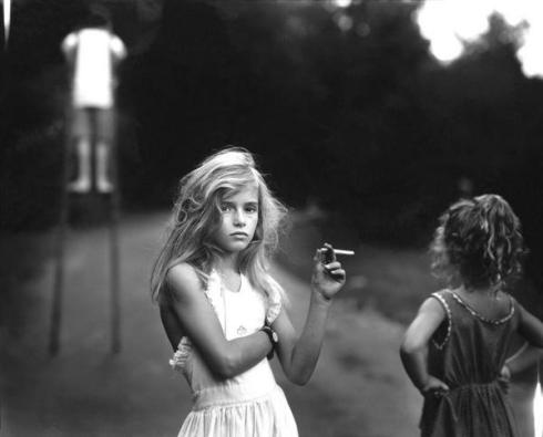 """Candy Cigarette"" 1989 (foto di Sally Mann)"